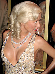 cleavage pictures