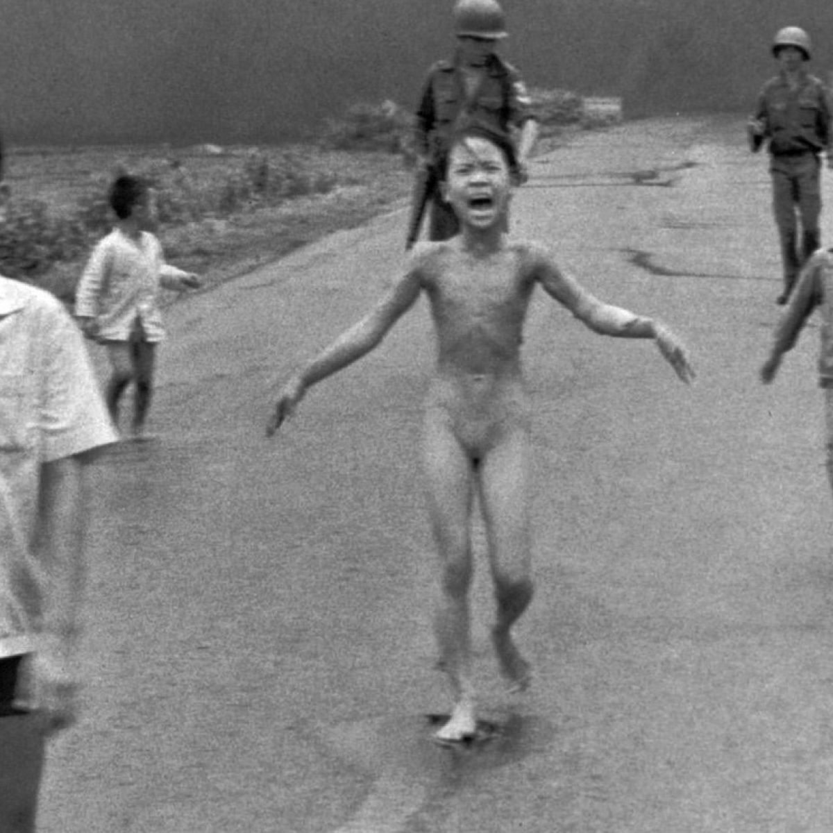 famous war pic with naked girl